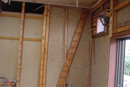 壁やタイル、床を剥がし終えました